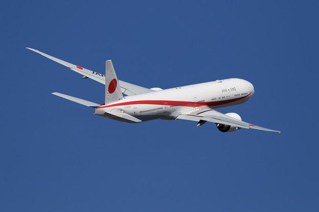 Boeing 777 80-1112 takeoff (2)