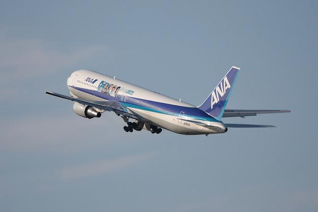 Boeing 767-300 JA601A ANA