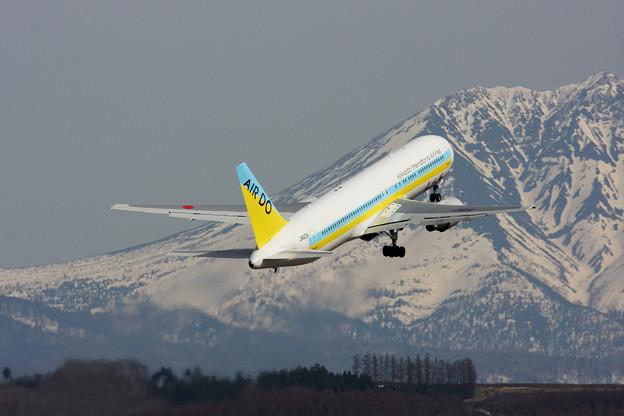 Boeing 767-300 JA601A  ADO