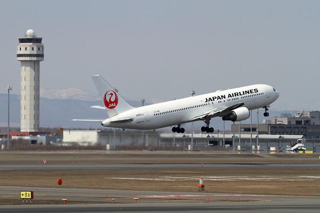 Boeing 767-300/ER JA601J JAL