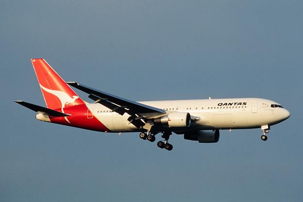 B767-200 VH-EAQ Qantas CTS