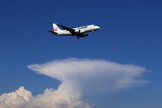 ERJ-170 J-AIR 夏の雲 ?