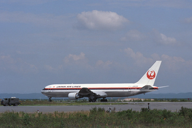 B767-300 JA8269 JAL CTS Rwy36R 1990