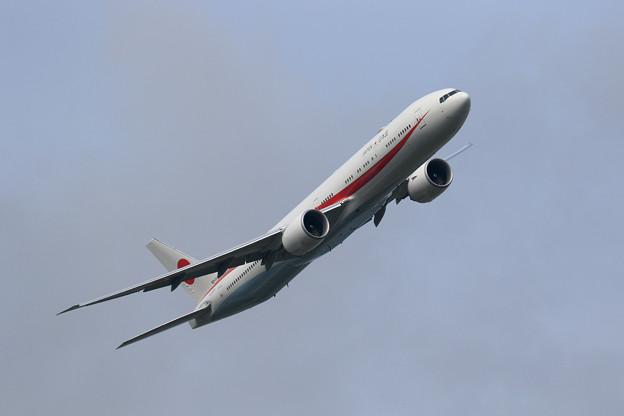Boeing 777 Cygnus12 right turn