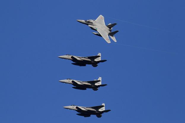 F-15 4機の左旋回による編隊解除 (1)