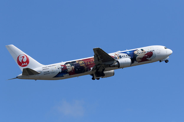 Boeing 767 JAL JA622J Rwy19R takeoff