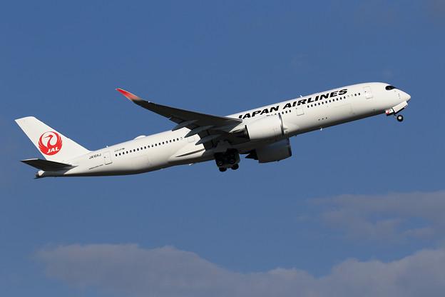 A350 JA10XJ JAL takeoff