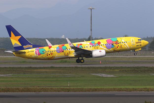 B737-800 Skymarkのピカチュウジェット takeoff (1)