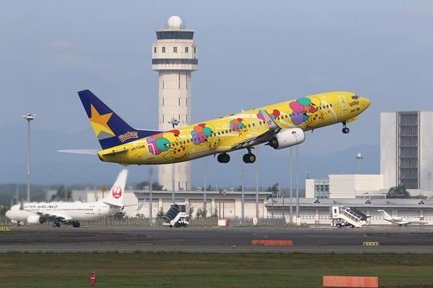 B737-800 Skymarkのピカチュウジェット takeoff (2)