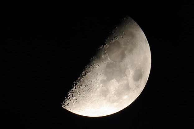 月面にVとXの文字が