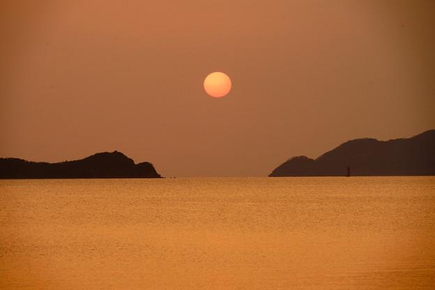 海峡の赤玉