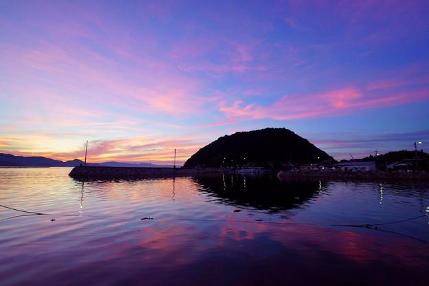 Photos: 海は夕焼け 港は小焼け♪
