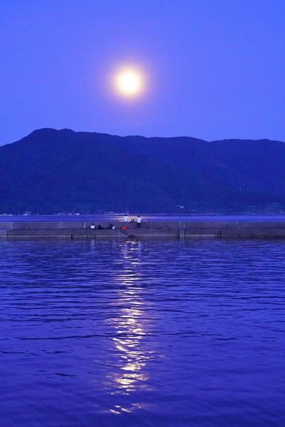明るい朧月