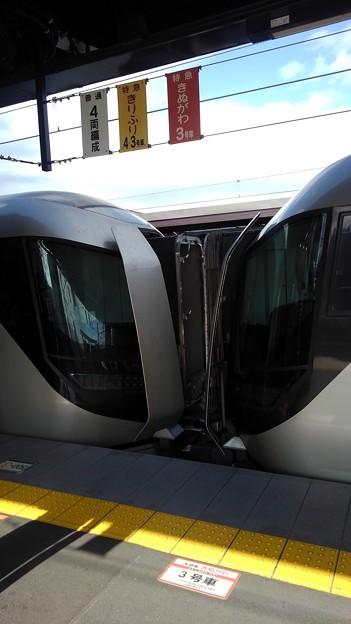 Tobu 500 coupled gangway