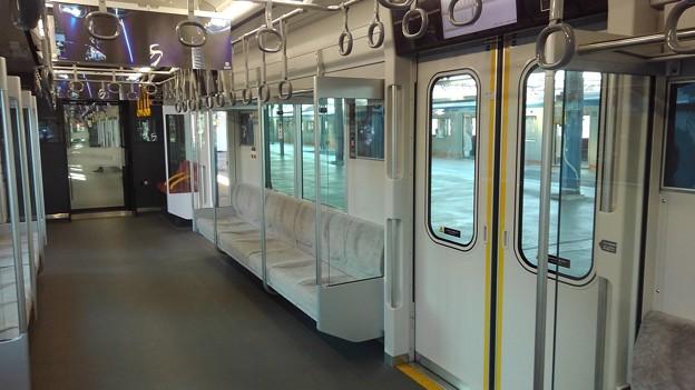 Sotetsu 20000 interior (5)