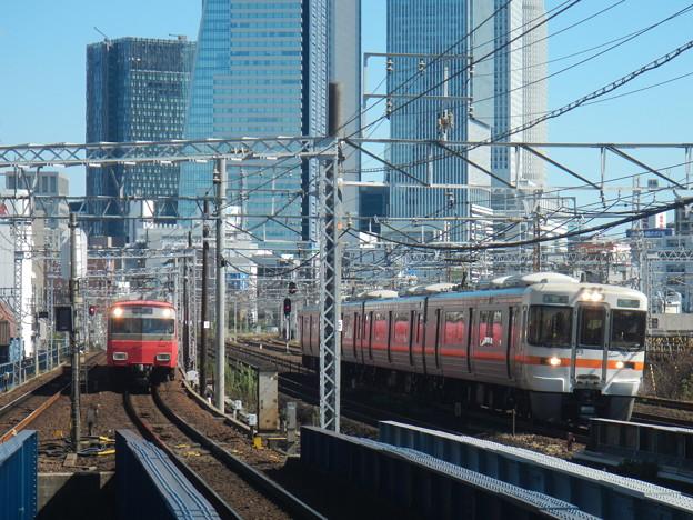 Meitetsu 6500 vs JR 313