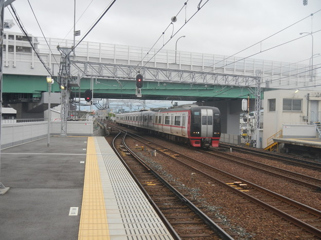 Meitetsu 2200 (#2302) following 2-car are reservation seat