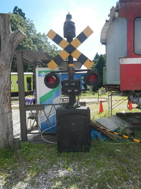 Railway crossing alarm