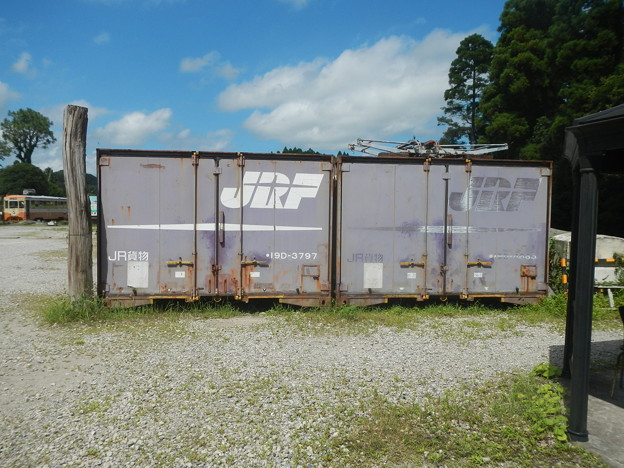 (containers abandoned)
