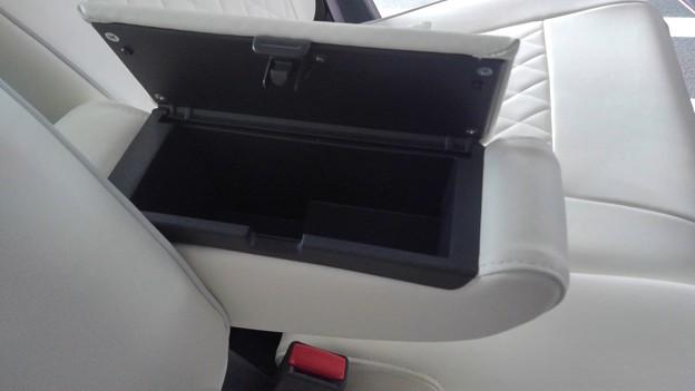 Suzuki Hastler front arm-rest box