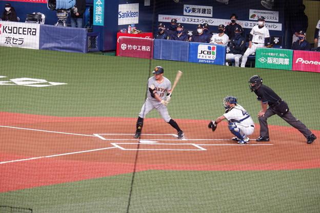 打席に立つ梶谷隆幸外野手