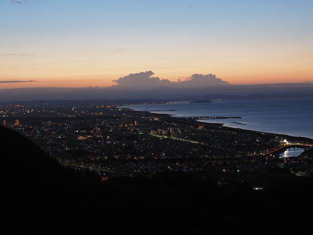 日の出前の湘南海岸