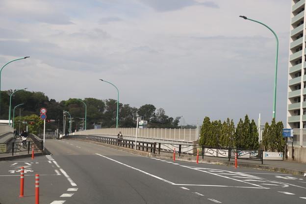 新川崎駅 駅前の陸橋