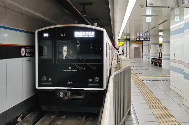 305系@福岡空港駅