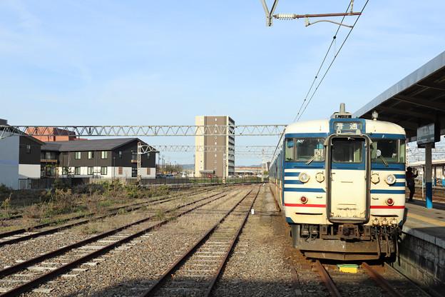 柏崎駅の側線と越後線115系