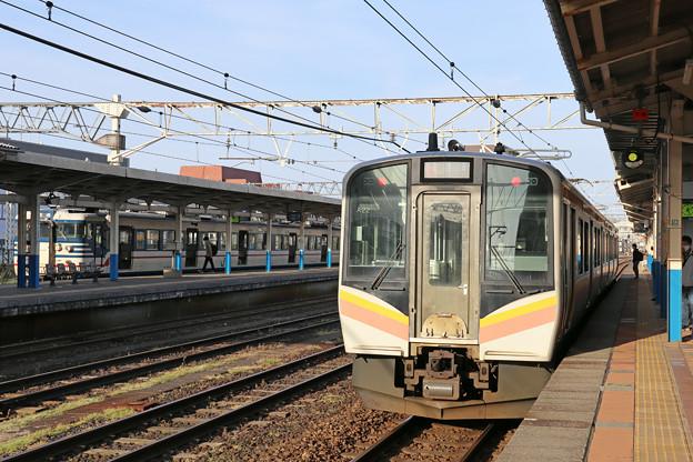 E129系と115系@柏崎駅