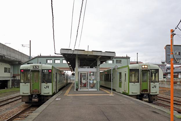 十日町駅で列車交換