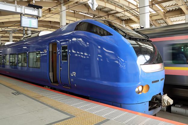 E653系瑠璃色編成@新潟駅