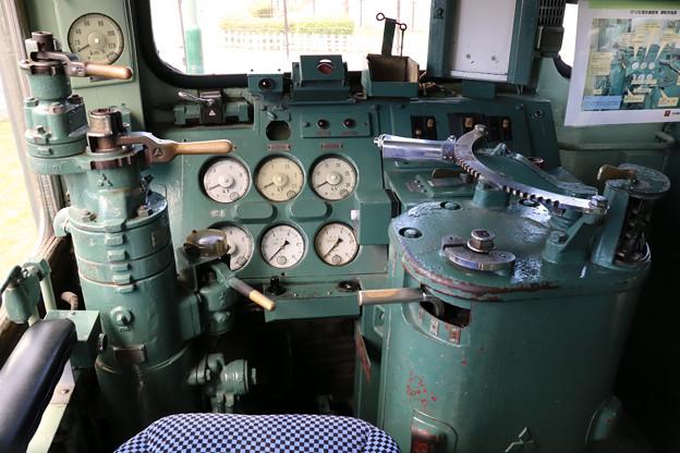 EF30 の運転台