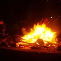 盛大な焚火