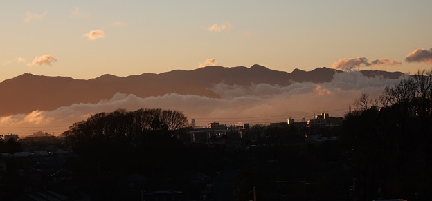 霧立つ夕景