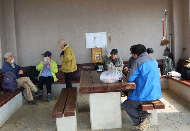 富幕山3月27日今朝の休憩舎