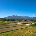 Photos: 妙高山と国鉄車