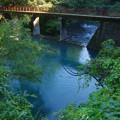 依包川の堰