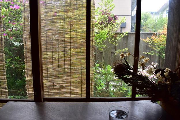 古民家カフェの窓辺