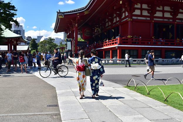 Photos: 浅草寺の浴衣美人