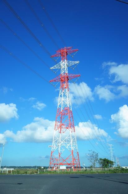 Photos: 秋空に紅白鉄塔