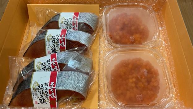 Photos: 村上塩引き鮭 ・北海道秋鮭いくら