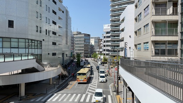 先、銀座通り交差点(藤沢市 柳通り)