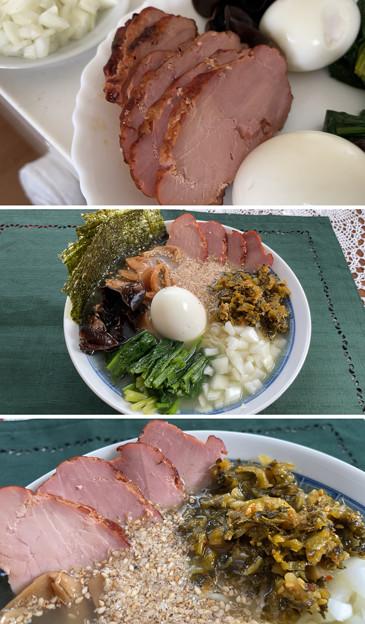 サッポロ一番塩ラーメン + 鎌倉ハム(焼豚) + 福岡高菜漬