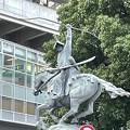 太田道灌像(山吹の里伝説の像。荒川区)