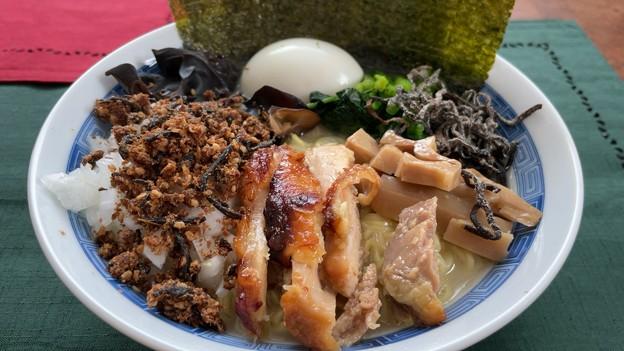 寿がきやラーメン + 淡路島たまねぎ + 福島 伊達鶏 + 愛媛 国産メンマ + おかかひじきふりかけ + 塩昆布