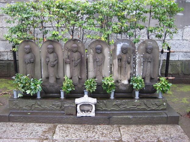 吉祥寺(本駒込3丁目)六地蔵