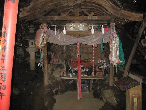 慈眼院 澤蔵司稲荷神社(小石川3丁目)霊穴