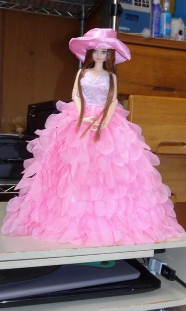 ピンクプリンセス披露宴ドレスを着たシオン