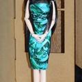 バービー用グリーンドレスを着たREINA